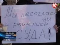 В Семее на митинг вышли родственники полицейского