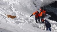 Снежные лавины сошли на автодорогу в Восточном Казахстане, перекрыв движение