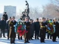 В Семее в сквере Победы состоялась торжественная церемония возложения цветов к Вечному огню