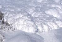 В горах Восточного Казахстана принудительно спускали снег с опасных участков