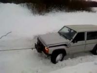 Свыше 10 автомашин с рыбаками застряли во льдах водохранилища в ВКО