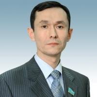 В ВКО депутат Конуров от имени КНПК подарил средней школе спортивный инвентарь