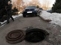 В Семее намерены решить проблему массового воровства крышек канализационных люков