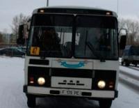 В Усть-Каменогорске автобус протаранил остановку