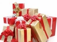 Женщины тратят на подарки к 23 февраля и 8 марта больше мужчин