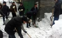 В ВКО волонтёры помогут ветеранам и пенсионерам в уборке снега