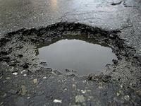 Сердобольные жители Семея устраивают дежурство на разбитых дорогах