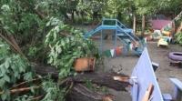 (+Фото) Несколько районов Усть-Каменогорска остались без электроэнергии из-за ветра