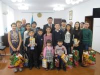 Детей погибших сотрудников органов внутренних дел Восточного Казахстана поздравил с Новогодним праздником и вручил подарки глава полицейских ВКО